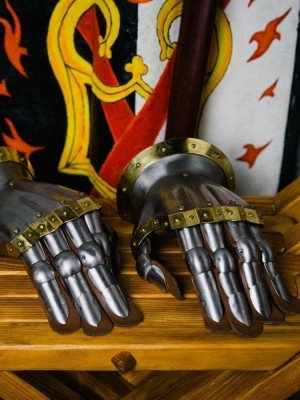 Knight s gloves of the 14th - 15th century