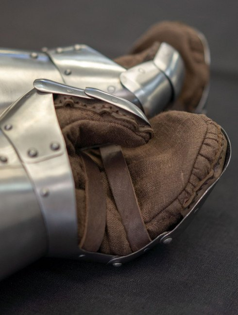 Milanese Style Gauntlets Metal fingered and mitten gauntlets