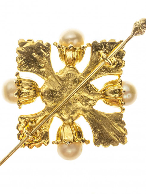 Dutch medieval decorative brooch with pearls Brooches and fasteners