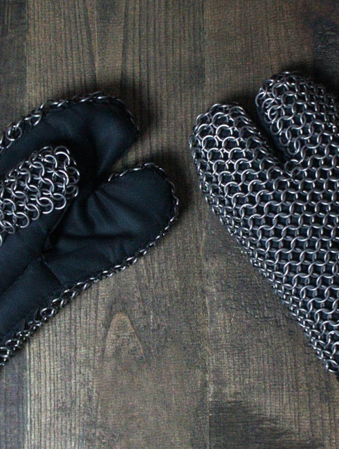 Padded gauntlets with full chain mail protection Scale and mail gauntlets and mittens