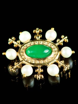Medieval brooch with green onyx, XIV-XV centuries Brooches and fasteners