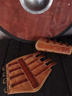 Spider leather bracers