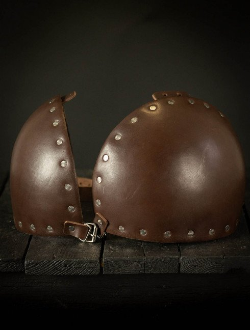 Whole hammered spaulders covered with leather Plate armor