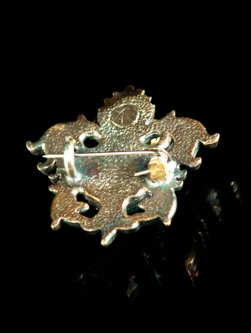 Medieval brooch with onyx, XV century Brooches and fasteners