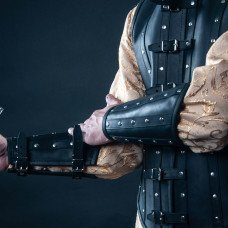 Leather bracers in Renaissance style image-1