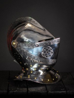 Armet, part of full plate armor (garniture) of George Clifford, end of the XVI century Plate armor