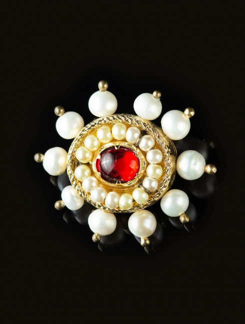 Brooch with red stone, late XV c.   Brooches and fasteners