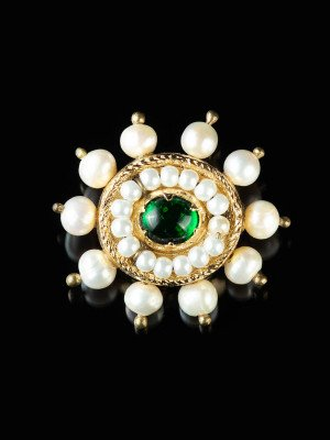 Brooch with green stone, late XV c. Brooches and fasteners