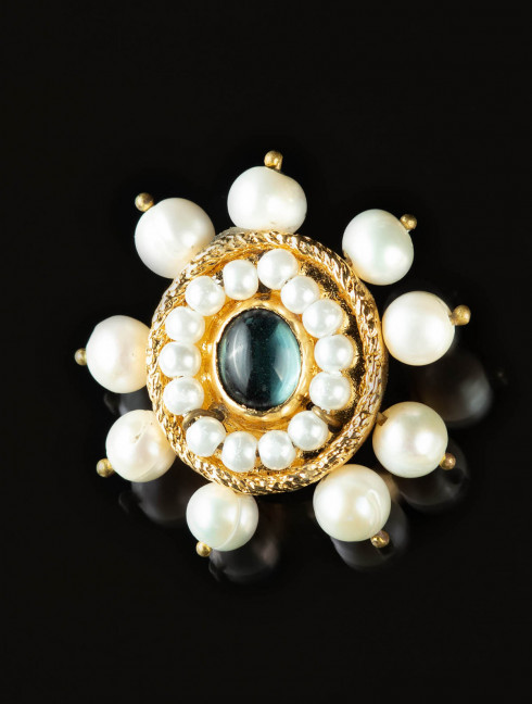 Brooch with blue stone, late XV c. Brooches and fasteners