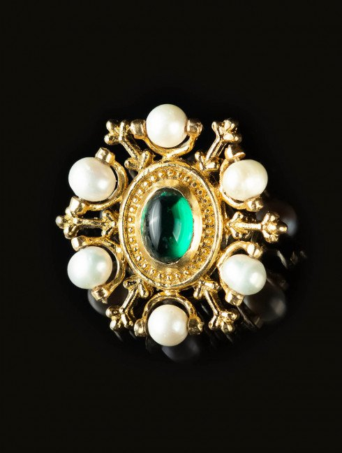 Medieval brooch with green gem, XV century Brooches and fasteners