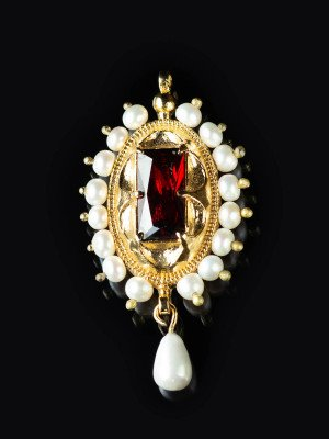 Brooch Mary of Burgundy, early XVI c.  Brooches and fasteners