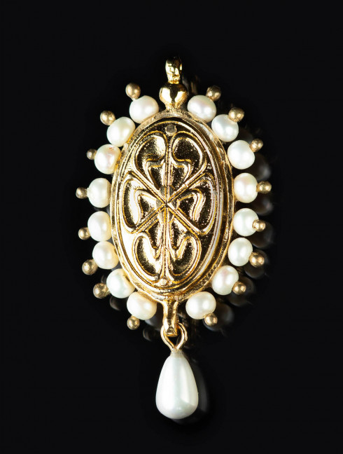 Brooch of Mary of Burgundy with green stone, early XVI c. Brooches and fasteners