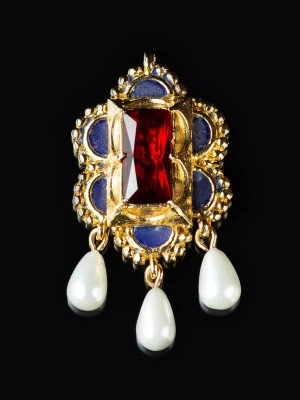 Brooch-pendant from painting of Maria of Burgundy Brooches and fasteners