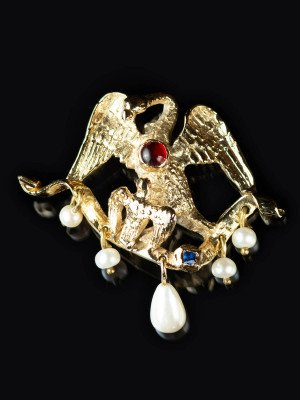 Medieval brooch in form of pelican, XV c. Brooches and fasteners