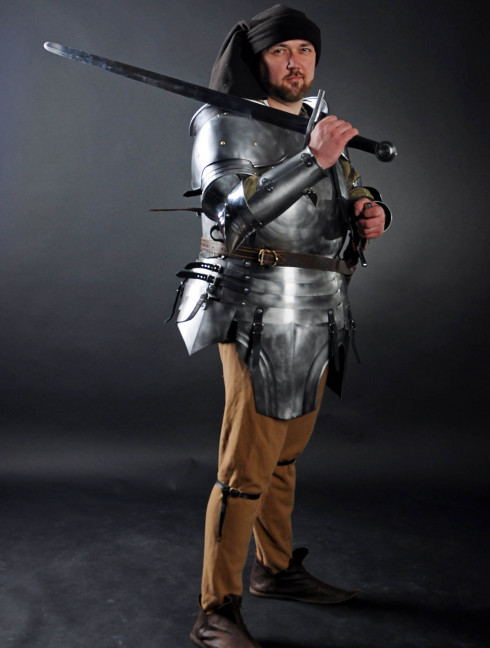 PLATE ARMOUR FOR CAPTAIN OF THE REDANIAN GUARD