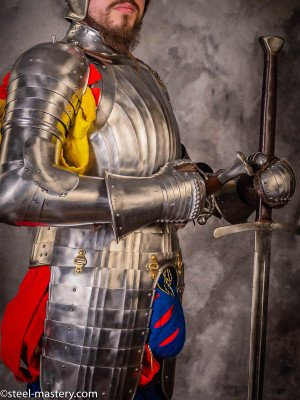 LANDSKNECHT CORRUGATED BREASTPLATE WITH TASSETS, XVI CENTURY Cuirasses, breastplates and gorgets