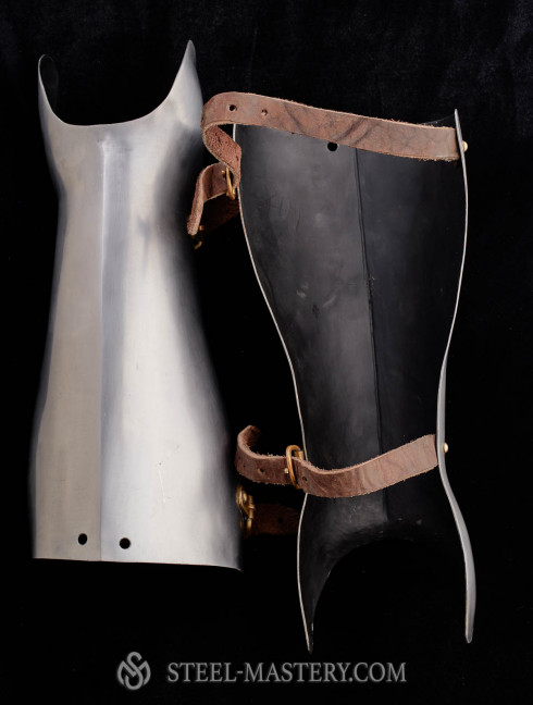 14TH - 16TH STYLE HALF GREAVES MADE OF STEEL