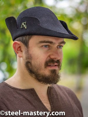 Tyrolean hat with a curly edge