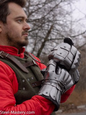 SCA STEEL GAUNTLETS Scale and mail gauntlets and mittens