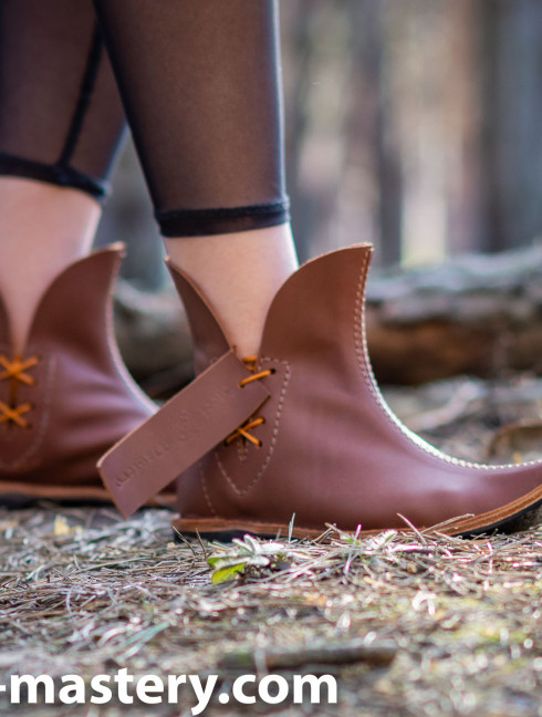 Poulaine medieval style boots, caramel  Medieval boots