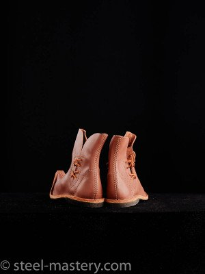 Poulaine medieval style boots, caramel