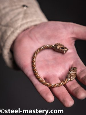 Bracelet with wolf heads Castings