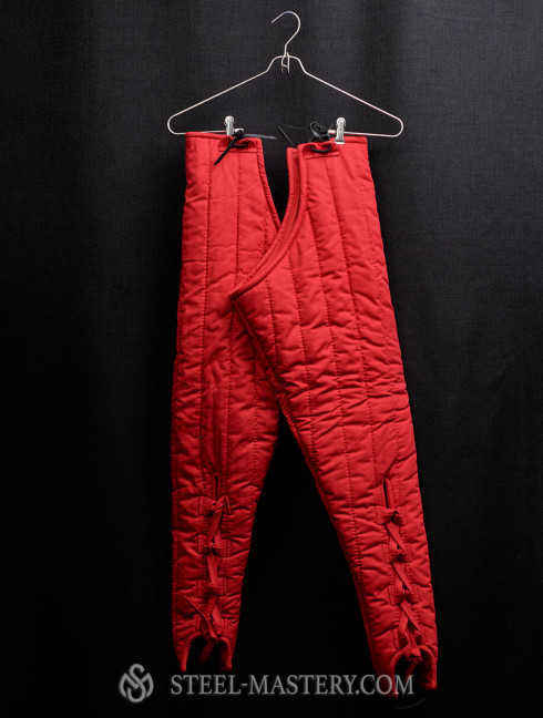 Red padded chausses