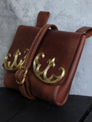 Leather bag with cast mounts