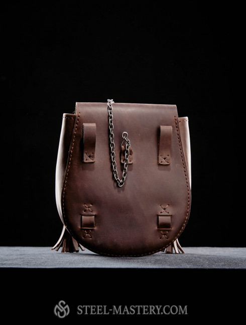 Leather bag with metal nail clasp Bags