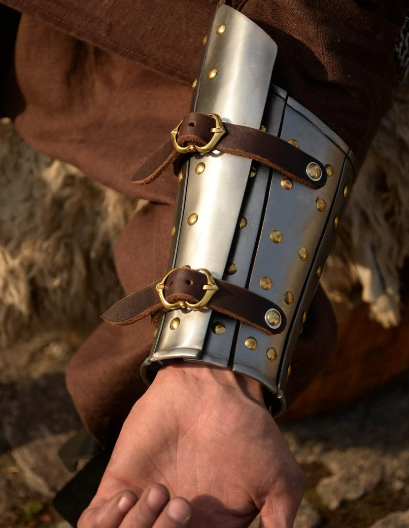 Anatomical splinted bracers photo made by Steel-mastery.com