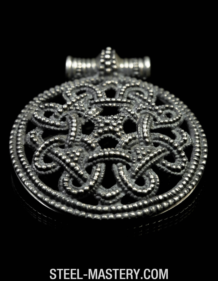 Viking borre style pendant photo made by Steel-mastery.com