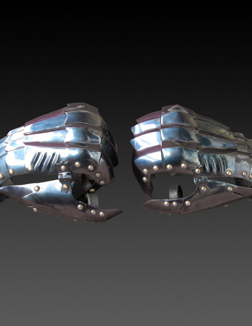 Gothic finger gauntlets photo made by Steel-mastery.com