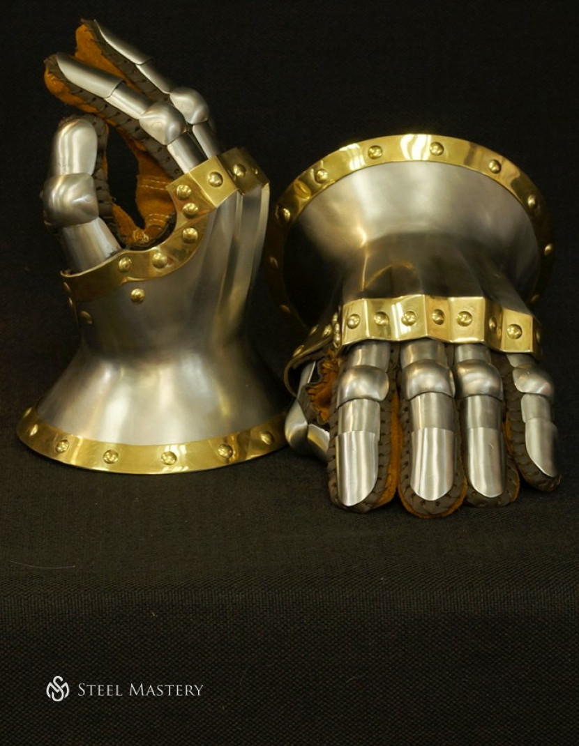Knight s gloves of the 14th - 15th century photo made by Steel-mastery.com