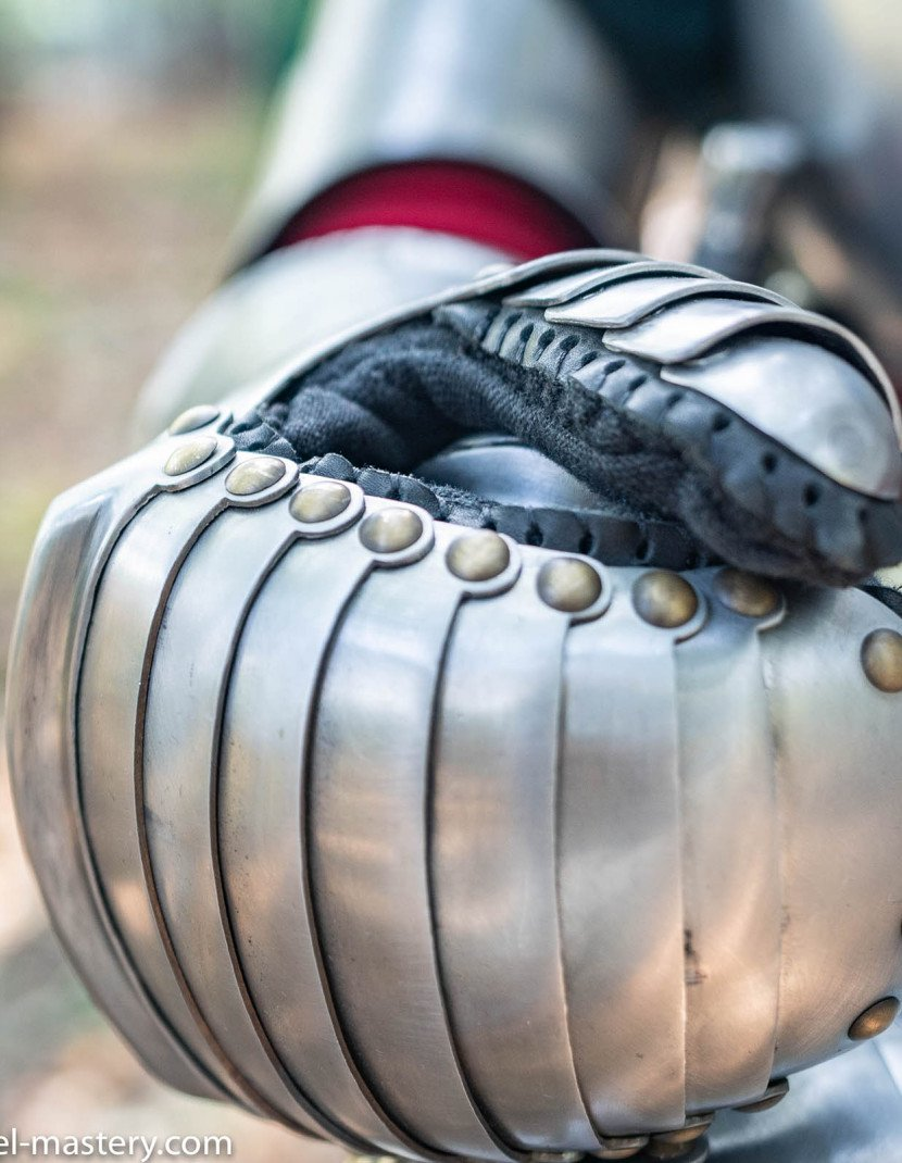 Gauntlets, part of full plate armor (garniture) of George Clifford, end of the XVI century photo made by Steel-mastery.com