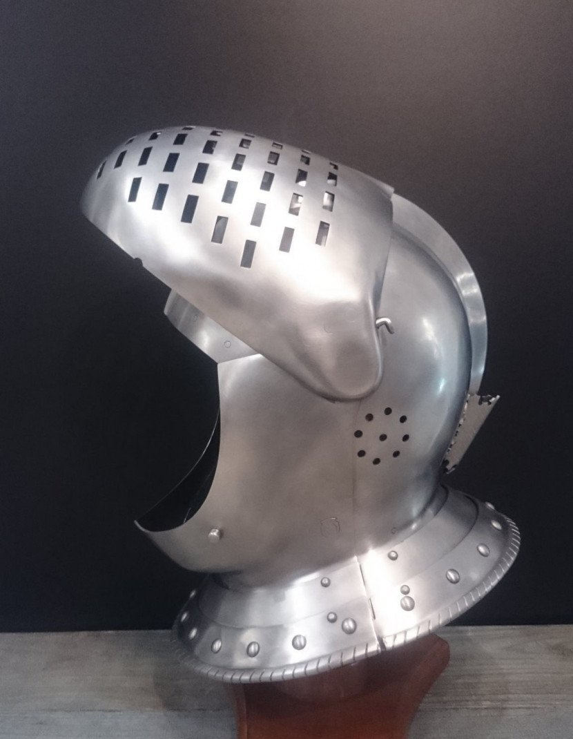 Medieval closed helmet (armet) - 16th century photo made by Steel-mastery.com