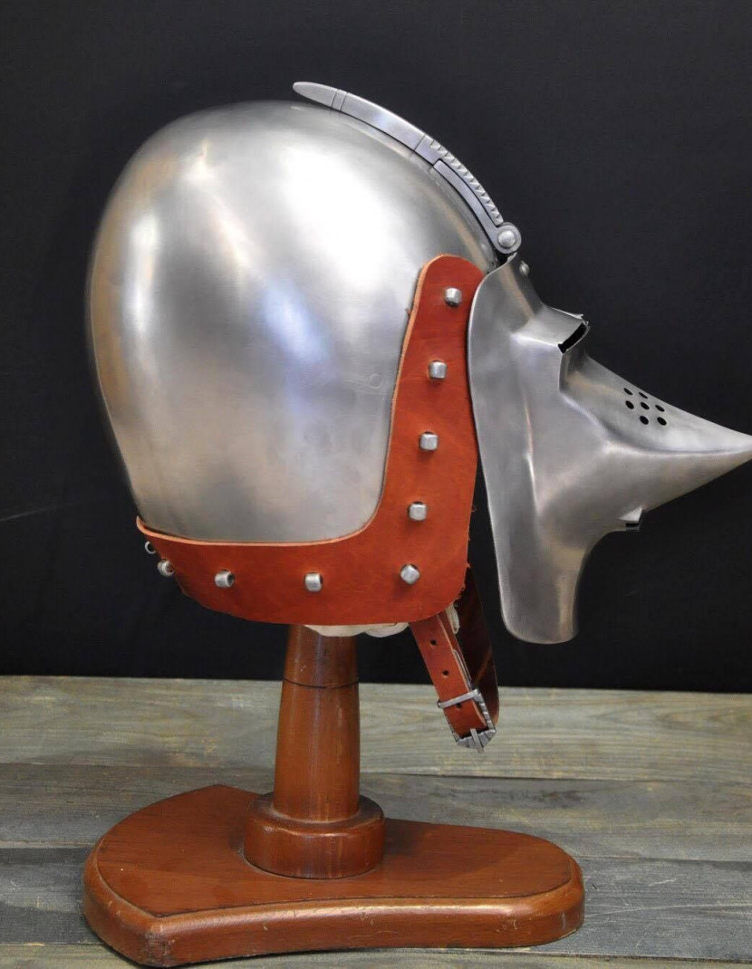 Bascinet of 1380-1410 years, from Higgins Armoury Museum photo made by Steel-mastery.com