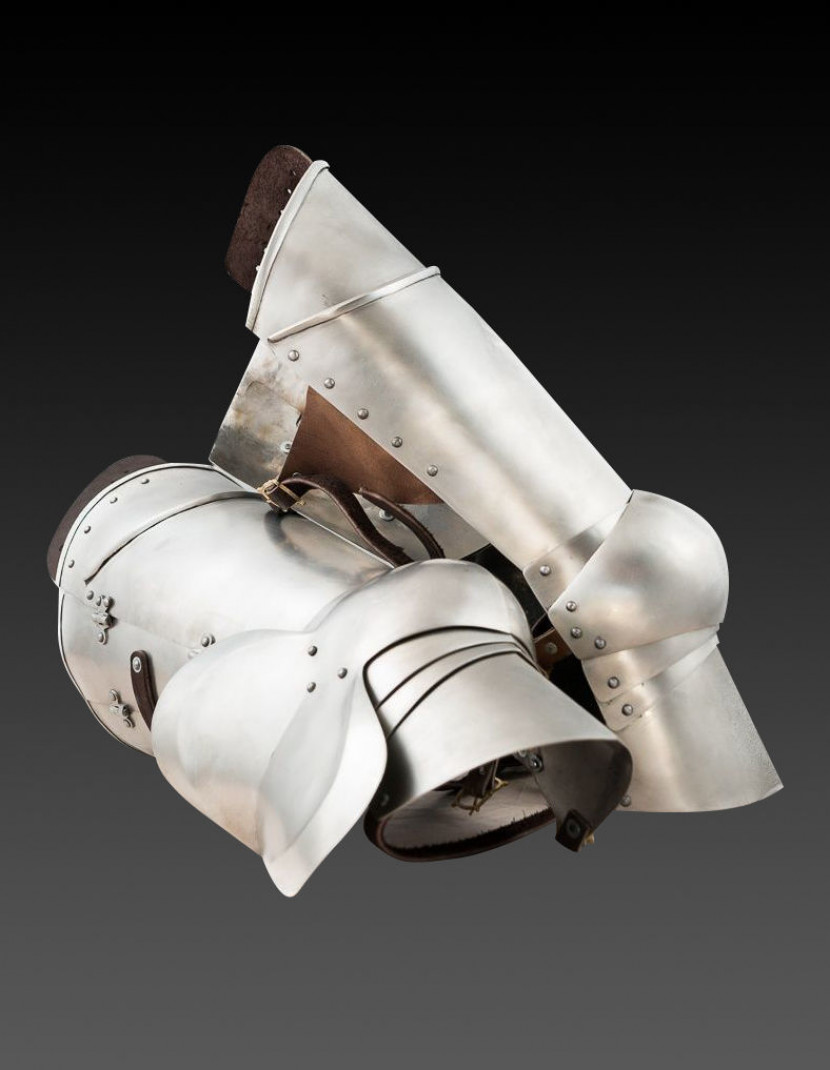 """Milan-style plate legs with knee caps 1450-1485 years, a part of """"Avant Armour"""" photo made by Steel-mastery.com"""