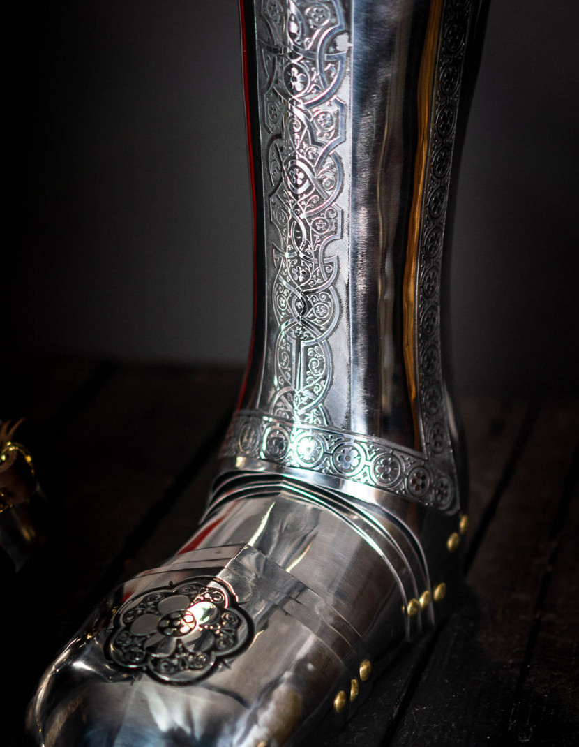 Full plate legs, part of full plate armor (garniture) of George Clifford, end of the XVI century  photo made by Steel-mastery.com