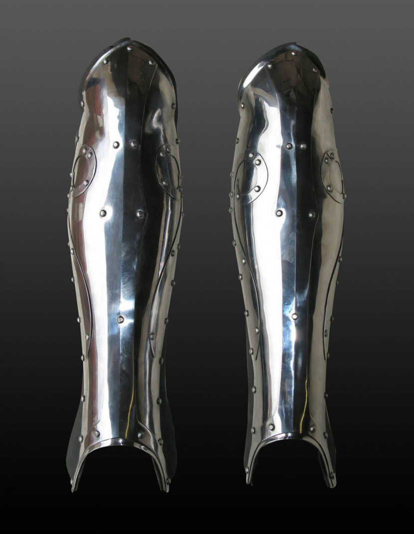 Fantasy style greaves photo made by Steel-mastery.com