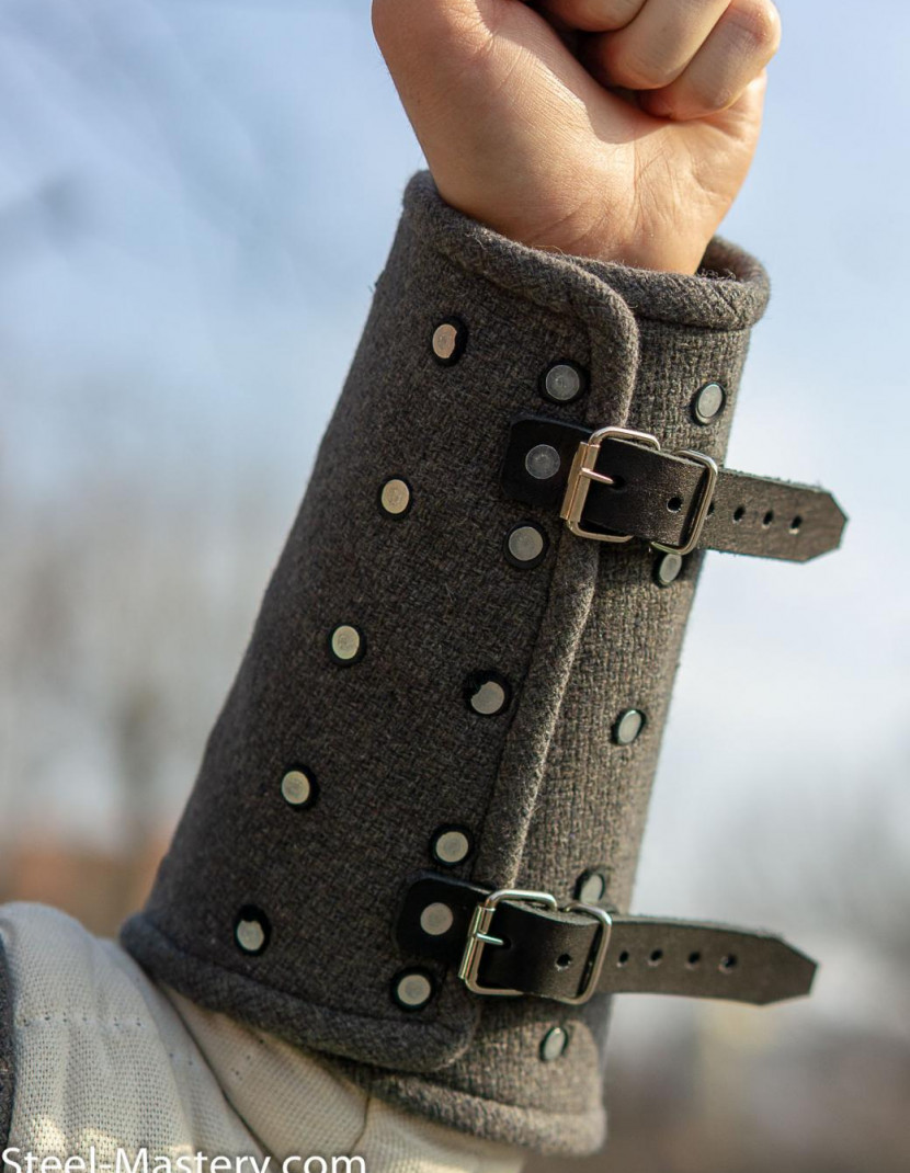 Woolen medieval bracers photo made by Steel-mastery.com