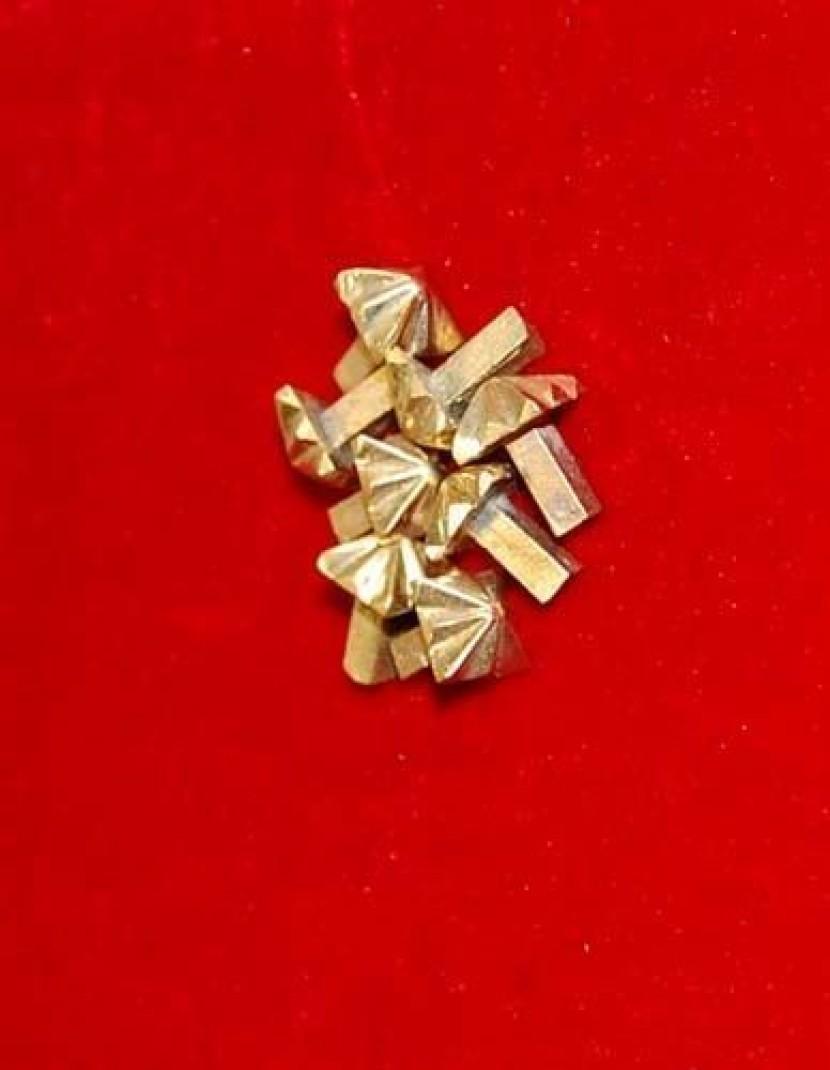 "Cast bronze rivet-belt mount ""Pyramid"" photo made by Steel-mastery.com"