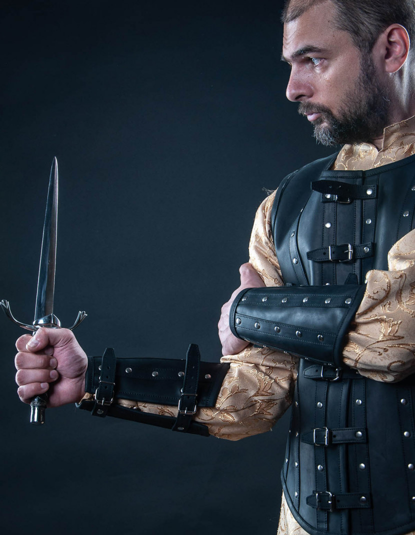 Leather vest and bracers in Renaissance style photo made by Steel-mastery.com