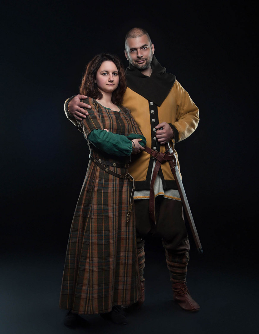 Middle ages women's clothing photo made by Steel-mastery.com