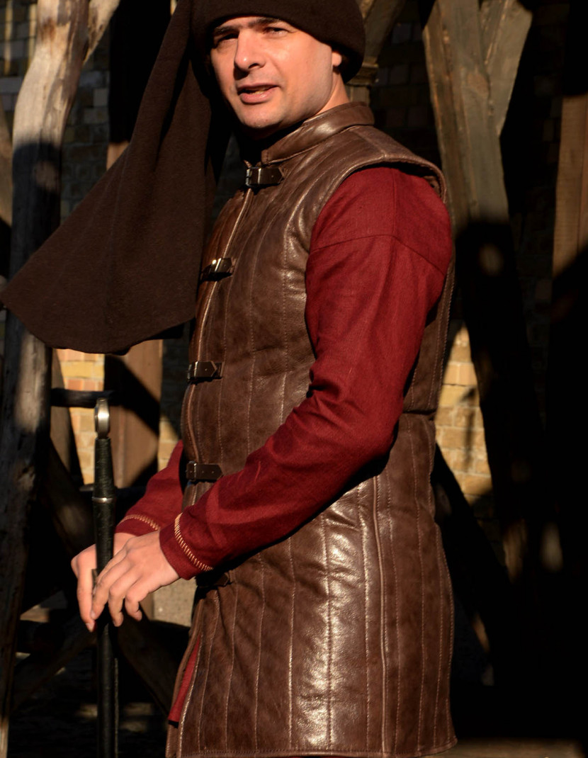 Leather sleeveless gambeson photo made by Steel-mastery.com