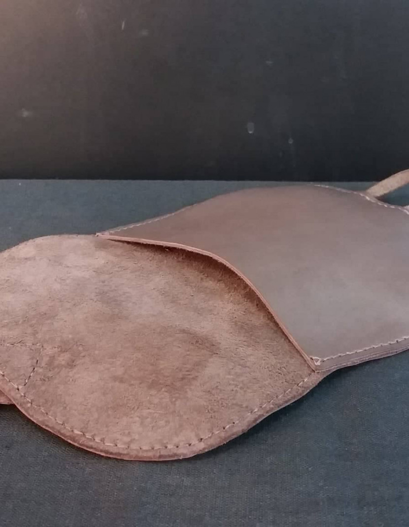 Leather bag with valve photo made by Steel-mastery.com