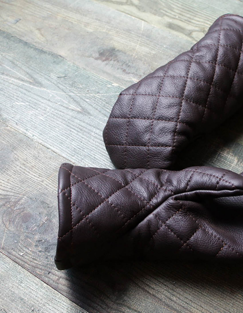 Leather mittens with diamond stitching photo made by Steel-mastery.com