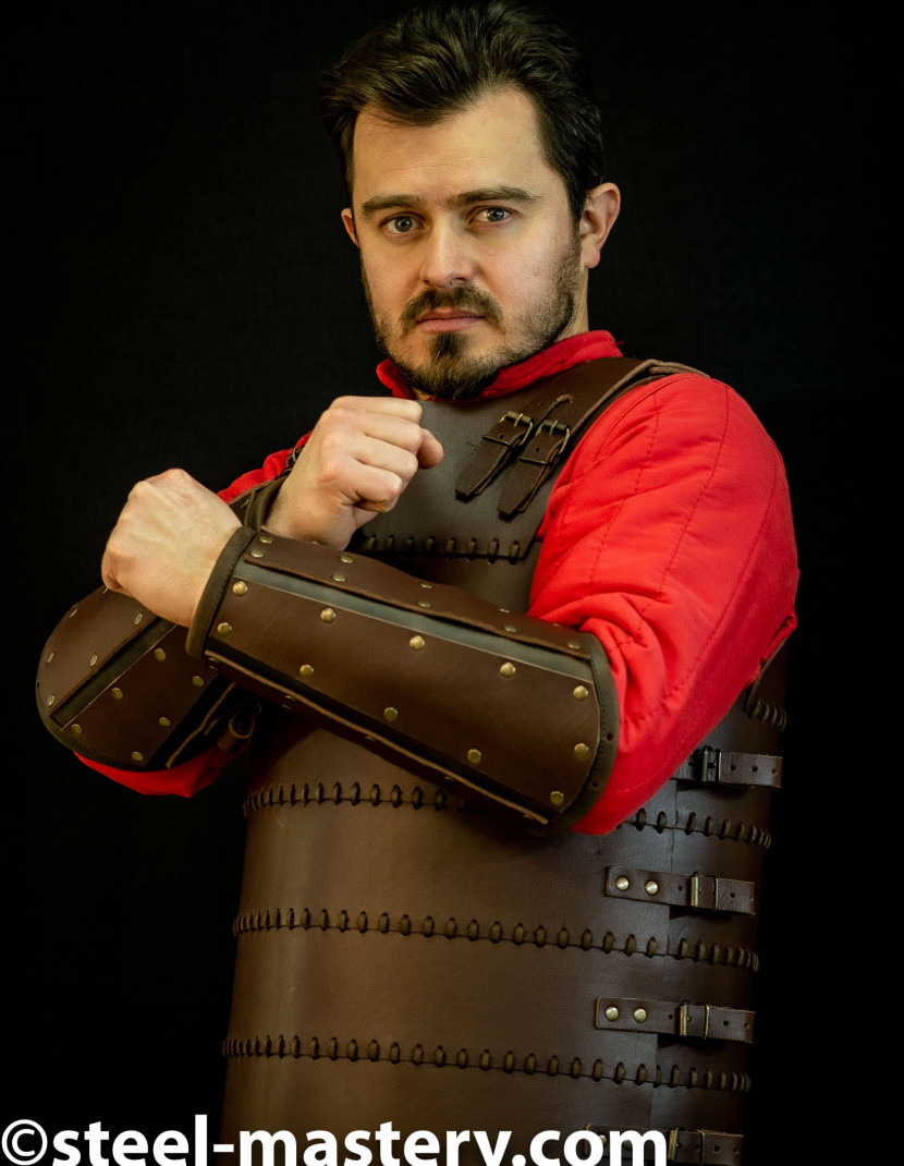 Leather bracers from armor costume in style of Bëor the Old photo made by Steel-mastery.com