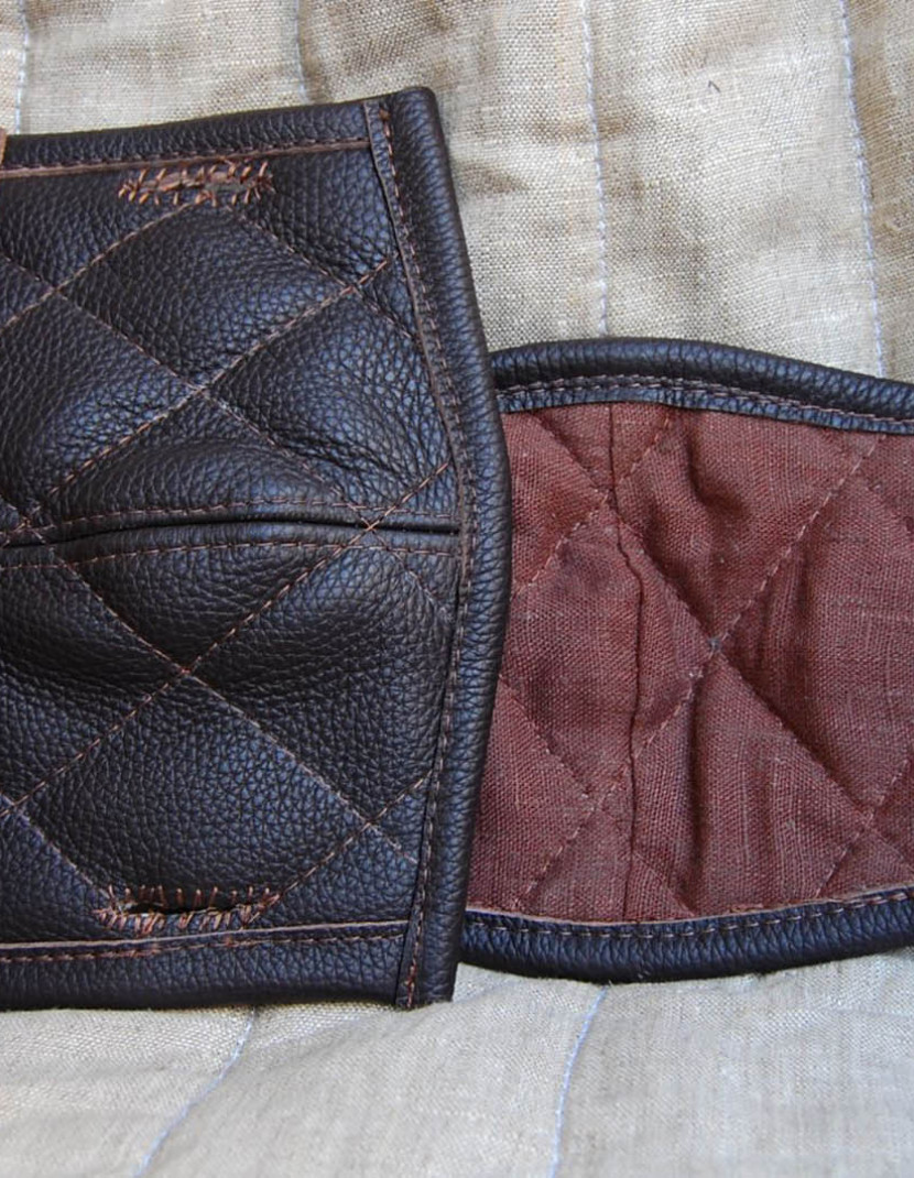Leather padding for elbows and knees photo made by Steel-mastery.com
