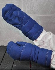 Padded mittens for medieval fencing