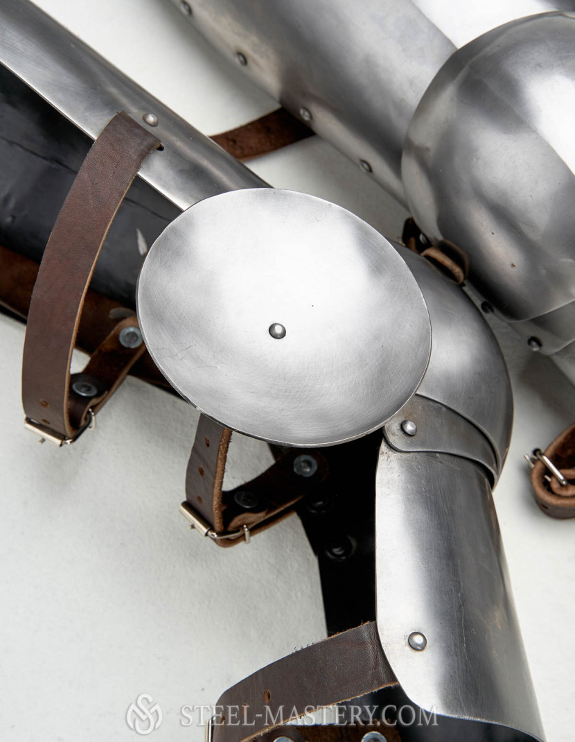 PLATE LEGS WITH KNEE CAPS  photo made by Steel-mastery.com